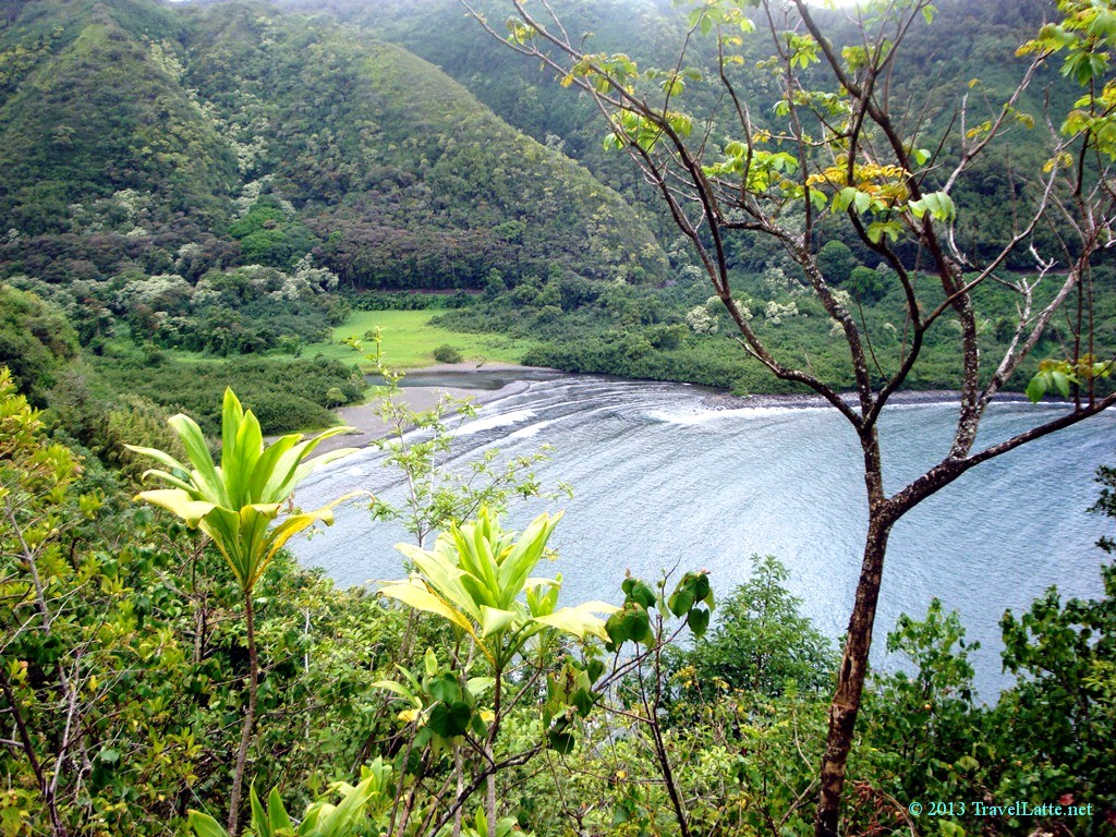 A quiet bay on the Road to Hana.
