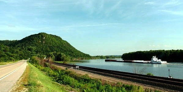 Great River Road - River Rail Road - Wisconsin (610x308)