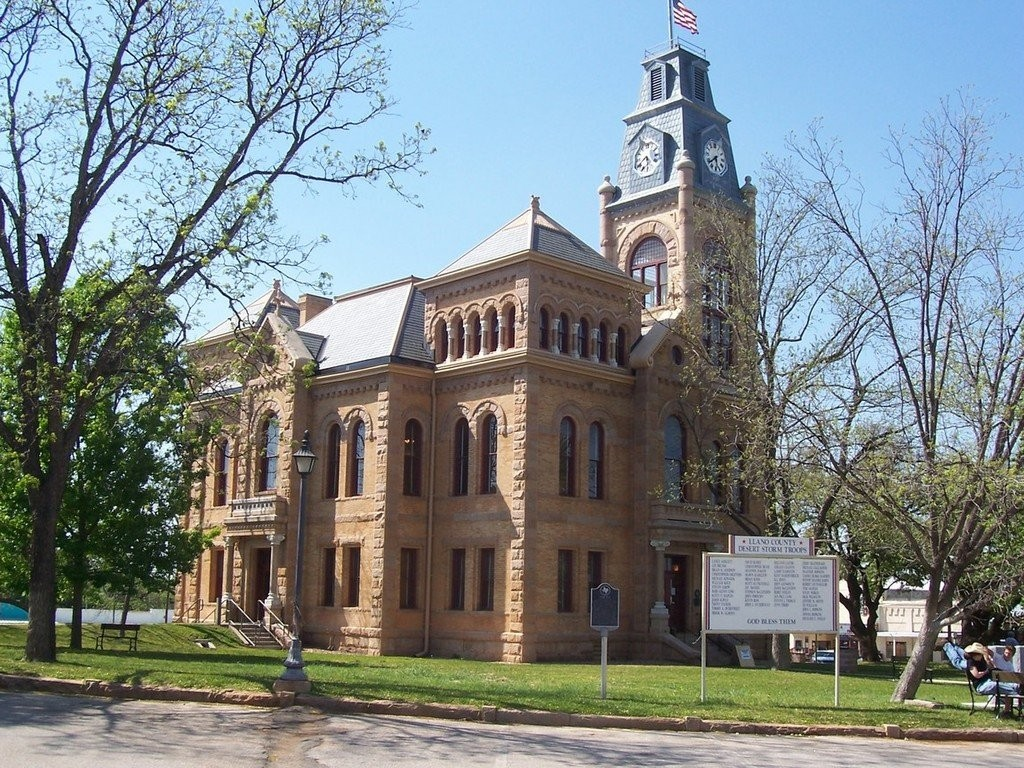 Photo: Llano County Courthouse